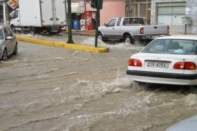 Kαταγραφή ζημιών σε επιχειρήσεις και εμπορικά καταστήματα του Ηρακλείου που επλήγησαν από την πλημμύρα